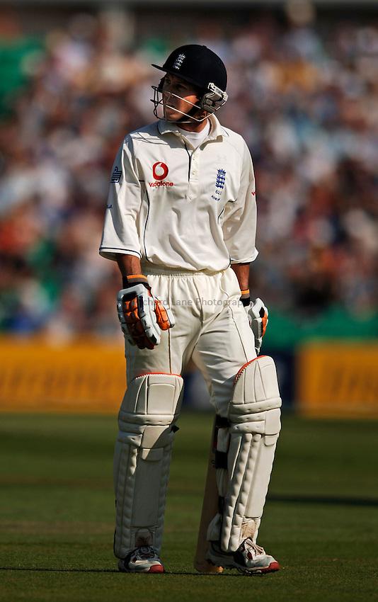 Photo: Glyn Thomas..England v Australia. nPower Test Series. The Ashes 2005..09/09/2005..England's Geraint Jones walks off the pitch.