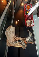 """Austellung im Zeitgeschichtlichen Forum Leipzig / Amerika - im Bild: Ein Trümmerteil vom Ground Zero - das Rücklicht eines Feuerwehrfahrzeugs und ein Stück Flugzeugfenster eines der Todesmaschinen vom Schreckensort - Ausstellung """"The American Way. Die USA in Deutschland.""""  Foto: aif / Norman Rembarz<br /> <br /> Jegliche kommerzielle wie redaktionelle Nutzung ist honorar- und mehrwertsteuerpflichtig! Persönlichkeitsrechte sind zu wahren. Es wird keine Haftung übernommen bei Verletzung von Rechten Dritter. Autoren-Nennung gem. §13 UrhGes. wird verlangt. Weitergabe an Dritte nur nach  vorheriger Absprache. Online-Nutzung ist separat kostenpflichtig."""
