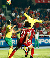 CALI -COLOMBIA-15-04-2014. Stiven Tapiero del America  (espaldas) de Cali disputa el balon contra Victor Cordoba del Real Cartagena ,partido por el Torneo  Postobon de la segunda divison jugado en el estadio Pascual Guerrero de la ciudad de Cali./ Stiven Tapiero of America de Cali dispute for the ball against Real Cartagena Victor Cordoba, Postobon tournament Cup game for the second divison played at the stadium Pacual Warrior Cali.  Photo: VizzorImage / Juan Carlos Quintero / Stringer