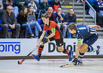 ROTTERDAM  - NK Zaalhockey  finale . hdm JB1-Schaerweijde JB1 (3-5)  . Schaerweijde  Nederlands Kampioen -16. Lucas Veen (Schaerweijde)  in duel met Pieter van der Ent Braat (HDM) .    COPYRIGHT KOEN SUYK