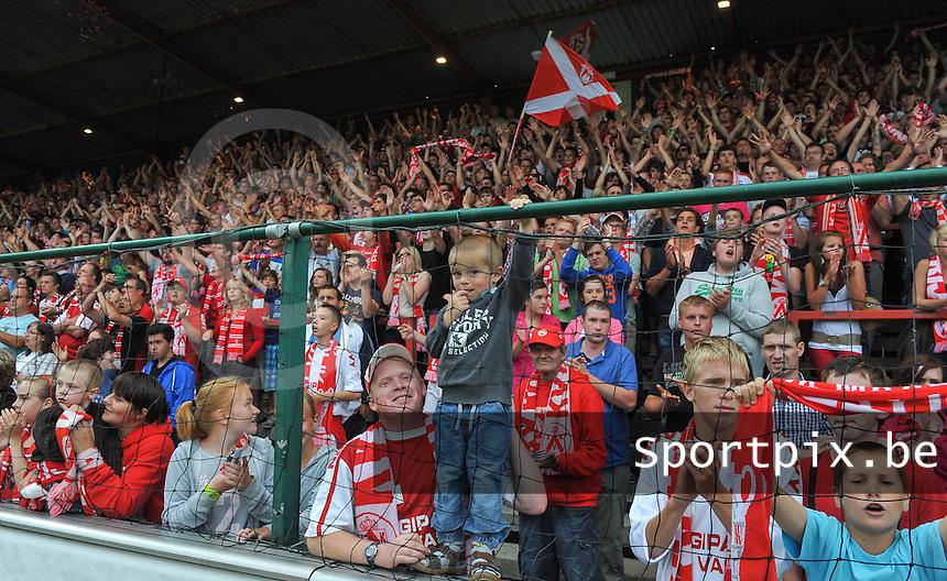 KV Kortrijk - RSC Anderlecht : Het kortrijkse publiek.foto VDB / Bart Vandenbroucke