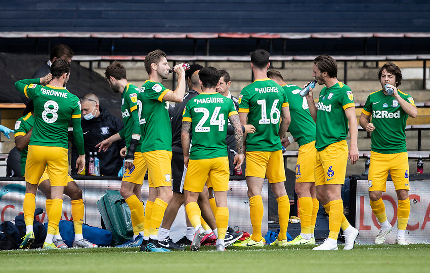 Preston North End's players enjoying a drinks break during the first half <br /> <br /> Photographer Andrew Kearns/CameraSport<br /> <br /> The EFL Sky Bet Championship - Luton Town v Preston North End - Saturday 20th June 2020 - Kenilworth Road - Luton<br /> <br /> World Copyright © 2020 CameraSport. All rights reserved. 43 Linden Ave. Countesthorpe. Leicester. England. LE8 5PG - Tel: +44 (0) 116 277 4147 - admin@camerasport.com - www.camerasport.com