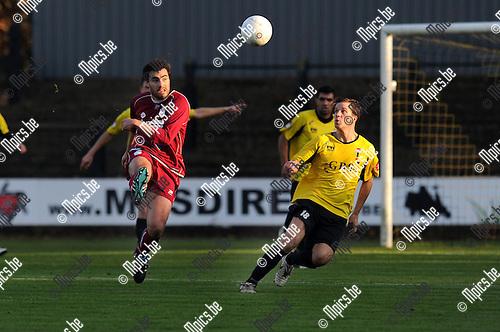 2011-11-20 / Voetbal / seizoen 2011-2012 / Berchem - Kampenhout / Boentges met Tim Thyssen van Berchem (r)..Foto: Mpics