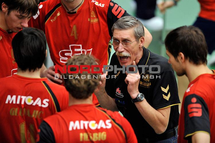 DVV-Pokal 2009/2010  Achtelfinale / ZF Arena Friedrichshafen<br /> VfB Friedrichshafen vs. VC Bad Duerrenberg/Spergau 3 - 0<br /> <br /> Auszeit Bad Duerrenberg/Spergau<br /> Viktor Borschtsch (Headcoach VC Bad Duerrenberg/Spergau) instruiert sein Team<br /> <br /> Foto &not;&copy; nph ( nordphoto )<br /> <br />  *** Local Caption *** *** Local Caption *** <br /> Fotos sind ohne vorherigen schriftliche Zustimmung ausschliesslich f&radic;ľr redaktionelle Publikationszwecke zu verwenden.<br /> <br /> Auf Anfrage in hoeherer Qualitaet/Aufloesung