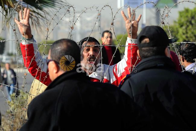 Police and security forces detain a man, supporter of the Muslim Brotherhood and ousted Egyptian President Mohamed Mursi, outside a police academy where Mursi's second trial session was due to take place, on the outskirts of Cairo January 8, 2014. Mursi's second day in court was held up on Wednesday when bad weather delayed his flight to the Cairo police academy where he was due to face trial for inciting the killing of protesters, state media reported. Photo by Mohammed Bendari
