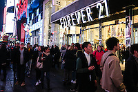 NEW YORK, NY, 24.11.2016 - BLACK-FRIDAY - Populares realizam compras no comercio de New York visando as promoções Black Friday. (Foto: Vanessa Carvalho/Brazil Photo Press)