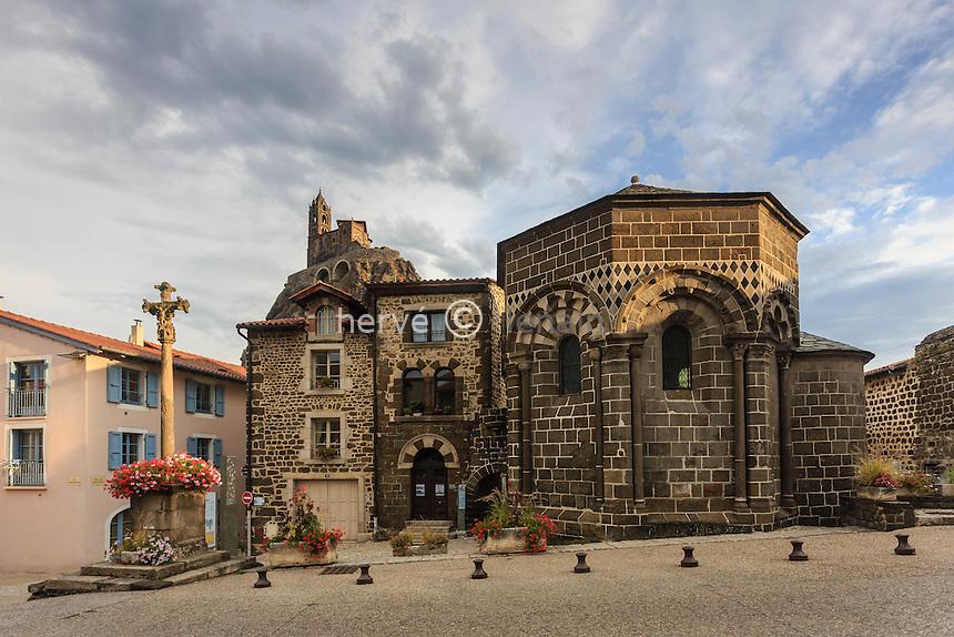 France, Haute-Loire (43), Le Puy-en-Velay, Aiguilhe, la chapelle Saint Clair // France, Haute Loire, le Puy en Velay, Aiguilhe, Saint Clair chapel