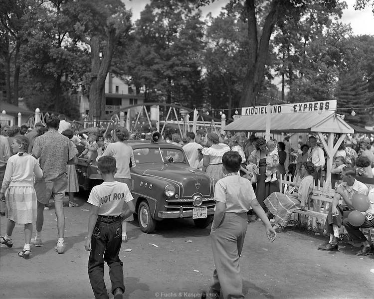 AFL-CIO Union outing at Chippewa Lake amusement park. 1953