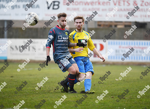 2017-02-12 / Voetbal / Seizoen 2016-2017 / Witgoor Dessel - Wuustwezel / Mathias Huygens (l. Witgoor) met Elias Adriaenssens<br /> <br /> ,Foto: Mpics.be