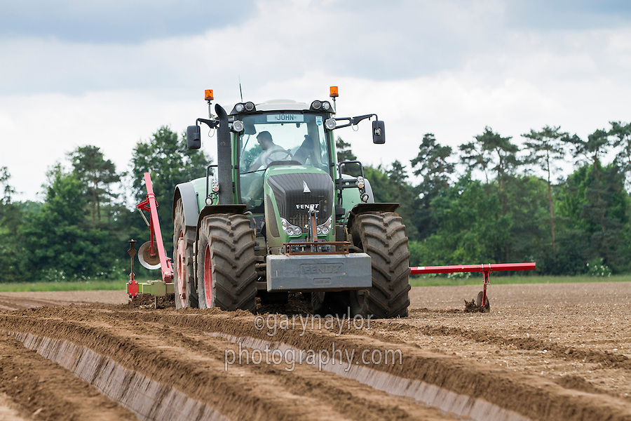 Forming potato beds to plant Maris Peer with a Dowdswell ridger and Fendt ractor using autosteer - Norfolk, June