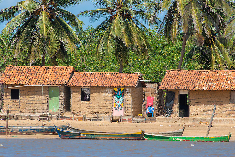 Casas na Ilha do Rato, na outra margem do Rio Japaratuba | Houses in the Mouse Island, on the other margin of the Japaratuba River<br /> <br /> LOCAL: Pirambu, Sergipe, Brasil<br /> DATE: 08/2007<br /> &copy;Pal&ecirc; Zuppani