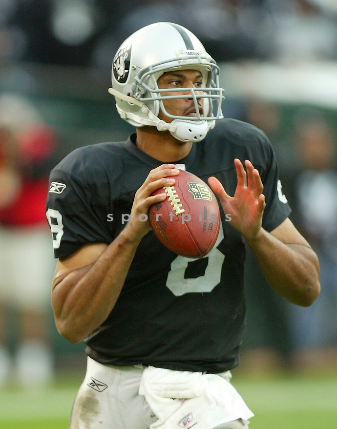 JASON CAMPBELL, of the Oakland Raiders, in action during the Raiders game against the Kansas City Chiefs on November 7, 2010 at Oakland-Alameda County Coliseum in Oakland, California. .Raiders beat the Chiefs 23-20 in overtime....SportPics