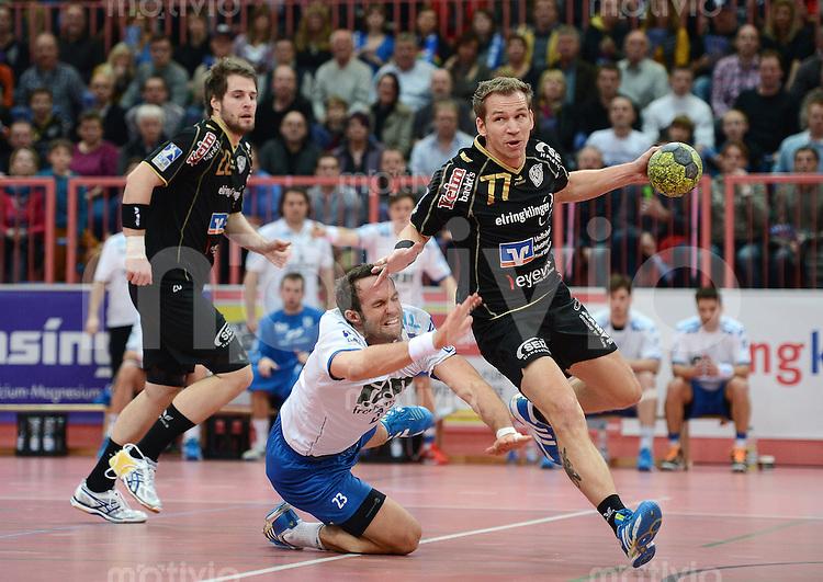 Handball 1. Bundesliga  2012/2013  in der Paul Horn Arena Tuebingen TV Neuhausen - TV Grosswallstadt    23.11.2012 Ralf Bader (re, TV Neuhausen) gegen Oliver Koehrmann (li, TV Grosswallstadt) beobachtet von Nico Buedel (li, TV Neuhausen)