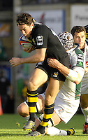 Wycombe, Great Britain, Wasps, Tom VOYCE, is tackled by Exiles Nick KENNEDY, during the EDF Energy, Anglo Welsh, rugby Cup match, London Wasps vs London Irish,  at Adams Park, England, 08/10/2006. [Photo, Peter Spurrier/Intersport-images]....