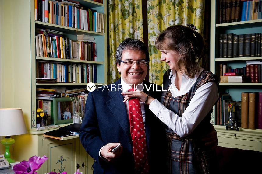 Il Senatore Enzo Bianco nella sua casa a Catania con la figlia Giulia.