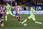 Atletico de Madrid´s Gimenez (L) and Barcelona´s Neymar Jr during Copa del Rey `Spanish King Cup´ soccer match at Vicente Calderon stadium in Madrid, Spain. January 28, 2015. (ALTERPHOTOS/Victor Blanco)