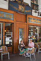 Europe/France/Rhône-Alpes/73/Savoie/Chambéry:  Pâtisserie: Au Fidèle Berger - la terrasse - <br /> Rue de Boigne