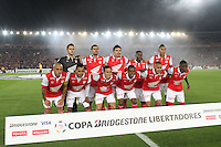 BOGOTA -COLOMBIA. 04-02-2014. Equipo del Independiente Santa Fe de Colombia contra el Morelia de Mexico  partido de vuelta de La Copa Bridgestone Libertadores de America   disputado en el estadio El Campin. / Independiente Santa Fe de colombia  team against Morelia of Mexico  leg of the Copa Libertadores de America Bridgestone played at El Campin. . Photo: VizzorImage / Felipe Caicedo / Staff