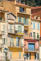 France, Provence-Alpes-Côte d'Azur, Villefranche-sur-Mer: typical houses at Quai de l'Amiral Courbet | Frankreich, Provence-Alpes-Côte d'Azur, Villefranche-sur-Mer:Haeuserfront am Quai de l'Amiral Courbet