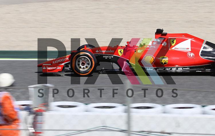 Barcelona, 10.05.15, Motorsport, Formel 1 GP Spanien 2015, Freies Training : Sebastian Vettel (Ferrari SF15-T, #05)<br /> <br /> Foto &copy; P-I-X.org *** Foto ist honorarpflichtig! *** Auf Anfrage in hoeherer Qualitaet/Aufloesung. Belegexemplar erbeten. Veroeffentlichung ausschliesslich fuer journalistisch-publizistische Zwecke. For editorial use only.