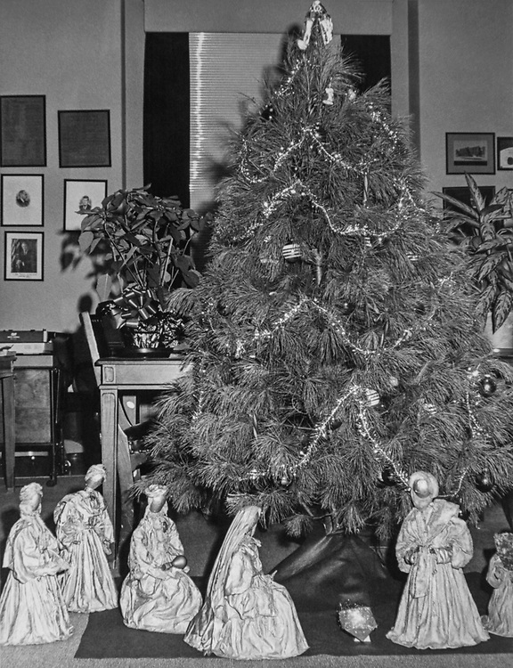 Rep. Daniel J. Flood, D-Pa., decorated office doorway with Mrs. Snowman, reindeer and Santa Claus Manger scene and tree during Christmas contest. (Photo by Dev O'Neill/CQ Roll Call via Getty Images)