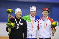 SCHAATSEN: CALGARY: Olympic Oval, 08-11-2013, Essent ISU World Cup, podium 500m, Tae-Bum Mo (KOR), Ronald Mulder (NED), Jamie Gregg (CAN), ©foto Martin de Jong