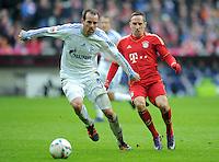 FUSSBALL   1. BUNDESLIGA  SAISON 2011/2012   23. Spieltag FC Bayern Muenchen - FC Schalke 04       26.02.2012 Christoph Metzelder (li, FC Schalke 04) gegen  Franck Ribery (FC Bayern Muenchen)