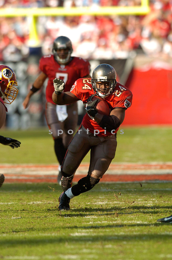 CARNELL WILLIAMS, of the Tampa Bay Buccaneers, in action against  the Wahsington Redskins on DNovmeber 19, 2006 in Tampa Bay, FL...Titans win 20-17..David Durochik/ SportPics