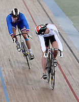 CALI – COLOMBIA – 01-03-2014: Pavel Kelemen (Izq.) de Republica Checa y Matthew Crampton (Der.) de Gran Bretaña en la prueba Embalaje Hombres 1/16 en el Velodromo Alcides Nieto Patiño, sede del Campeonato Mundial UCI de Ciclismo Pista 2014. / Pavel Kelemen (L) of Czech Republic and Matthew Crampton (R) Great Britain during the test of Men´s Sprint 1/16 in Alcides Nieto Patiño Velodrome, home of the 2014 UCI Track Cycling World Championships. Photos: VizzorImage / Luis Ramirez / Staff.