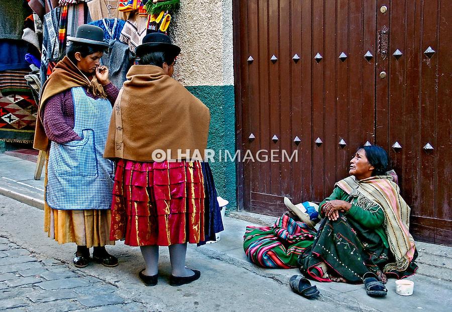 Pessoas na rua em La Paz. Bolívia. 2005. Foto de Flávio Bacellar.
