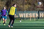 07.11.2018, Trainingsgelaende am Weserstadion, Bremen, GER, 1.FBL, Training SV Werder Bremen<br /> <br /> im Bild<br /> Niklas Moisander (Werder Bremen #18), <br /> <br /> Foto &copy; nordphoto / Ewert