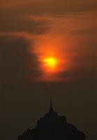 Europe/France/Normandie/Basse-Normandie/50/Manche/Env Saint-Michel-de-Montjoie: La baie et le Mont Saint-Michel au soleil couchant