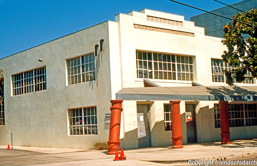 Eric Owen Moss: Paramount Laundry Bldg., 3960 Ince Blvd. (Moss evidently left the building alone.) Photo 1999.