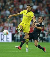 FUSSBALL   1. BUNDESLIGA   SAISON 2012/2013   SUPERCUP FC Bayern Muenchen - Borussia Dortmund            12.08.2012 Neven Subotic (li, Borussia Dortmund) gegen Franck Ribery (FC Bayern Muenchen)