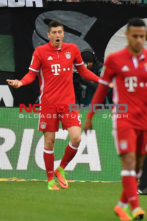 19.03.2017, Borussia-Park, Moenchengladbach, GER, 1.FBL., Borussia M&ouml;nchengladbach. vs. FC Bayern Muenchen<br /> <br /> im Bild / picture shows: <br /> Robert Lewandowski (FC Bayern Muenchen #9), aergert sich Gestik, Mimik,  <br /> <br /> <br /> Foto &copy; nordphoto / Meuter