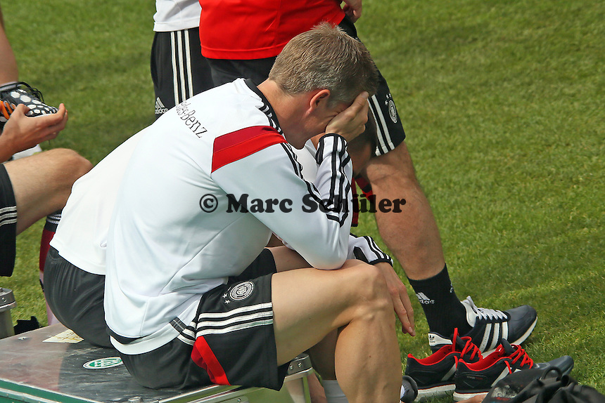 Lukas Podolski und Bastian Schweinsteiger haben Spaß - Training der Deutschen Nationalmannschaft im Rahmen der WM-Vorbereitung in St. Martin