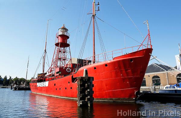 Nederland Den Helder 2015. Museumhaven Willemsoord. Het Lichtschip Texel is het oudste nog in Nederland zijnde lichtschip. Zij is gebouwd op de voormalige Rijkswerf Willemsoord en kwam op 29 september 1952 in dienst op de positie Texel, ongeveer 18 zeemijlen uit de kust nabij Den Helder. In 1992 is het schip voorgoed binnengehaald. Het Lichtschip Texel heeft sinds 1995 haar definitieve ligplaats gekregen in Den Helder en is nu een museum
