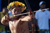 IV Jogos Tradicionais Indígenas do Pará<br /> <br /> Arco e flexa  Araweté<br /> <br /> <br /> Quinza etnias participam dos  IX Jogos Indígenas, iniciados neste na íntima sexta feira. Aikewara (de São Domingos do Capim), Araweté (de Altamira), Assurini do Tocantins (de Tucuruí), Assurini do Xingu (de Altamira), Gavião Kiykatejê (de Bom Jesus do Tocantins), Gavião Parkatejê (de Bom Jesus do Tocantins), Guarani (de Jacundá), Kayapó (de Tucumã), Munduruku (de Jacareacanga), Parakanã (de Altamira), Tembé (de Paragominas), Xikrin (de Ourilândia do Norte), Wai Wai (de Oriximiná). Participam ainda as etnias convidadas - Pataxó (da Bahia) e Xerente (do Tocantins). Mais de 3 mil pessoas lotaram as arquibancadas da arena de competição.Praia de Marudá, Marapanim, Pará, Brasil.Foto Paulo Santos08/09/2014