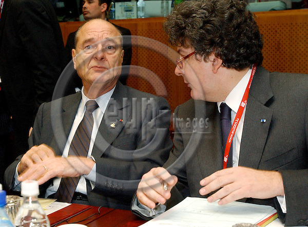 Brussels-Belgium - 22 March 2005--- EU-Summit hosted by the Presidency of Luxembourg: Jacques CHIRAC (le), President of France, with his Minister for Economic Affairs, Finance and Industry, Thierry BRETON (ri)---Photo: Horst Wagner/eup-images