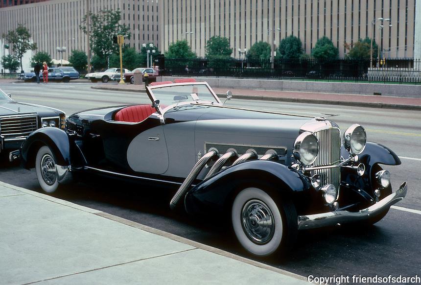 Cars: Dusenberg, profile.  Photo '80.