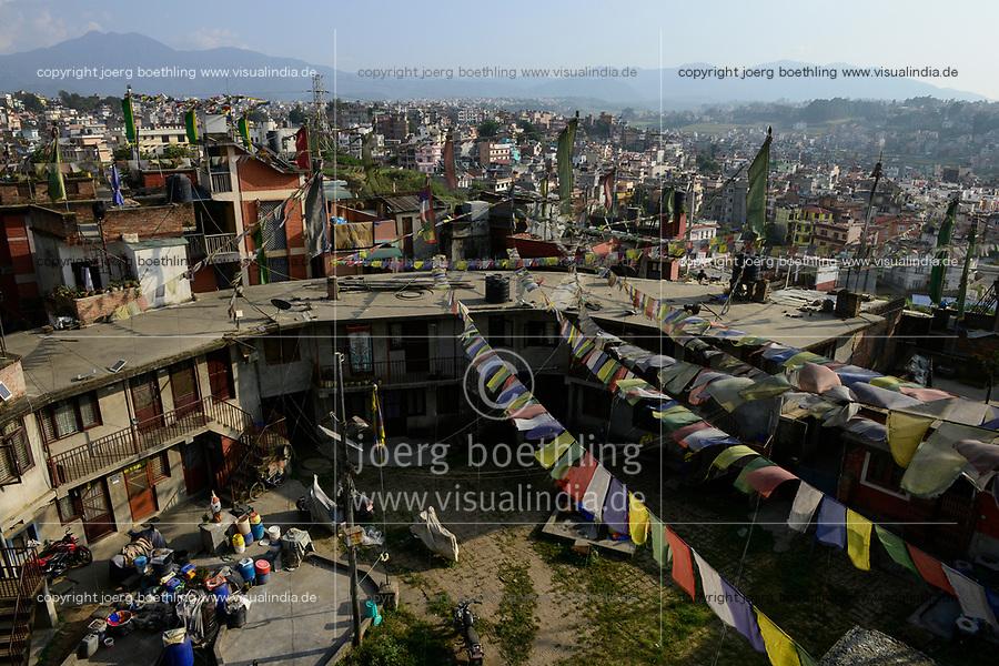 NEPAL Kathmandu, Jawalakhel tibetan refugee camp, prayer flags / tibetische Fluechtlinge, Jawalakhel Fluechtlingslager, Gebetsfahnen