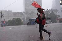 SAO PAULO, 19 DE FEVEREIRO DE 2013. - CLIMA TEMPO SP - Chuva atinge a capital na tarde desta terca feira, 19, regiao central da capital. (FOTO: ALEXANDRE MOREIRA / BRAZIL PHOTO PRESS).