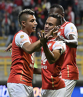 BOGOTÁ -COLOMBIA, 03-09-2016. Anderson Plata (Der) jugador de Santa Fe celebra después de anotar gol al La Equidad durante partido entre Independiente Santa Fe y La Equidad por la fecha 7 de la Liga Aguila II 2016 jugado en el estadio Metropolitano de Techo de la ciudad de Bogota.  / Anderson Plata (R) player of Santa Fe celebrates after scoring a goal to La Equidad  during match between Independiente Santa Fe and La Equidad for the date 7 of the Liga Aguila II 2016 played at the Metropolitano de Techo Stadium in Bogota city. Photo: VizzorImage/ Gabriel Aponte / Staff