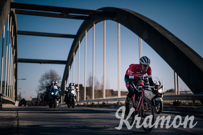 After his fellow breakaway ally Daniël Oss needed to abandon the fight after a flat, Jasper Stuyven (BEL/Trek-Segafredo) tries to stay out of reach of a chasing peloton (and repeat his solo win of 2 years ago...)<br /> <br /> 70th Kuurne-Brussel-Kuurne 2018<br /> Kuurne › Kuurne: 200km (BELGIUM)