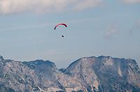 Paraglider in den Alpen bei Berchtesgaden und dem Königssee - Berchtesgaden 17.07.2019: Fahrt auf den Jenner
