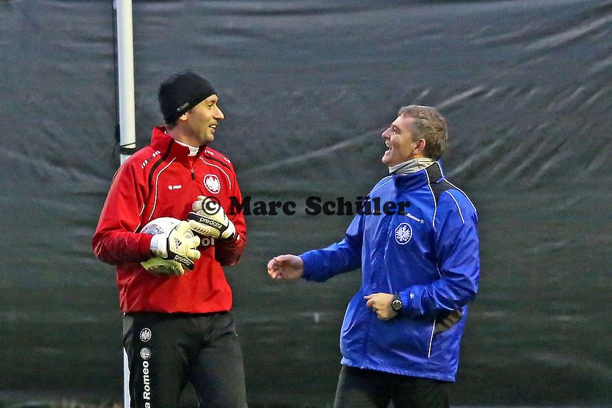 Oka Nikolov und Torwarttrainer Moppes Petz (EIntracht)