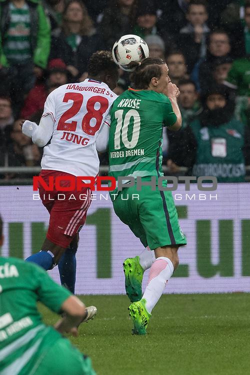 16.04.2017, Weser Stadion, Bremen, GER, 1.FBL, Werder Bremen vs Hamburger SV, im Bild<br /> <br /> Gotoku Sakai (Hamburger SV #24)<br /> Max Kruse (Bremen #10)<br /> Foto &copy; nordphoto / Kokenge