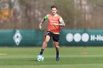 10.04.2018, Trainingsgelaende, Bremen, GER, 1.FBL, Training SV Werder Bremen<br /> <br /> im Bild<br /> Robert Bauer (Werder Bremen #04), <br /> <br /> Foto &copy; nordphoto / Ewert
