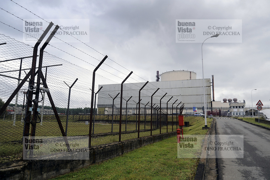 - centrale elettronucleare di Caorso, in via di disattivazione da parte della societ&agrave; Sogin, responsabile per lo smantellamento degli impianti nucleari italiani dopo i referendum popolari del 1987 e del 2011<br />