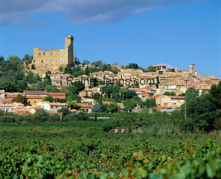 France, Provence, Chateauneuf-du-Pape: Town View | Frankreich, Provence, Chateauneuf-du-Pape: Stadtansicht